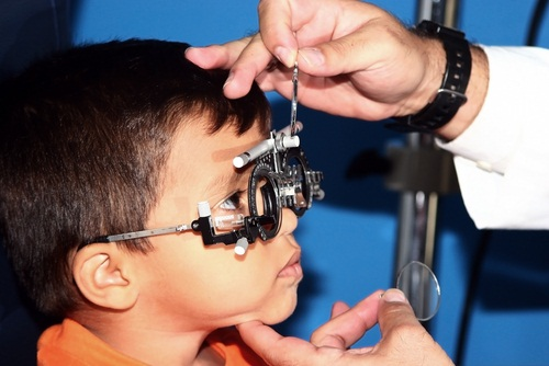 how to maintain healthy eyes in children