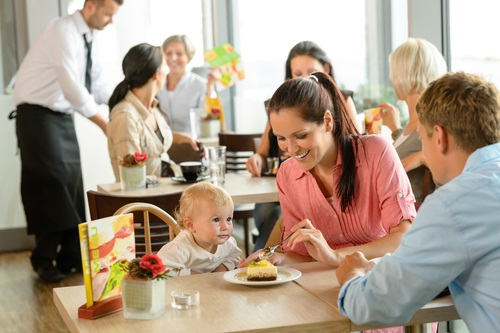 Dining out with young children tips