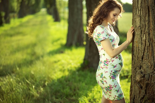 Ten style tips on how to dress your bump!